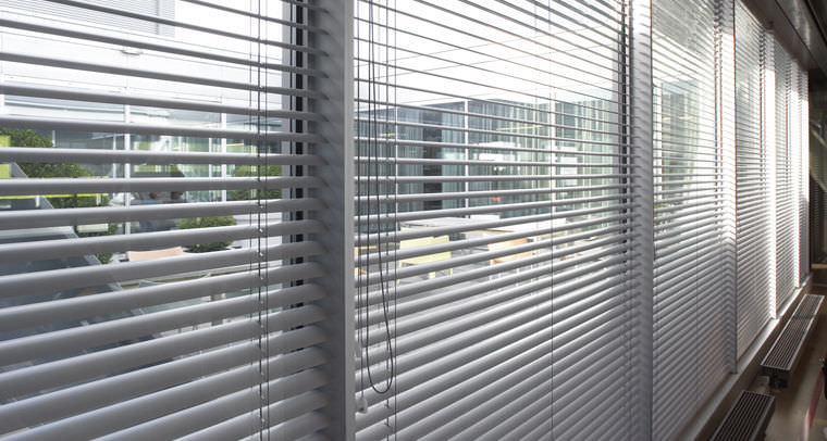 Grey-Aluminium-venetian-blinds-10.jpg