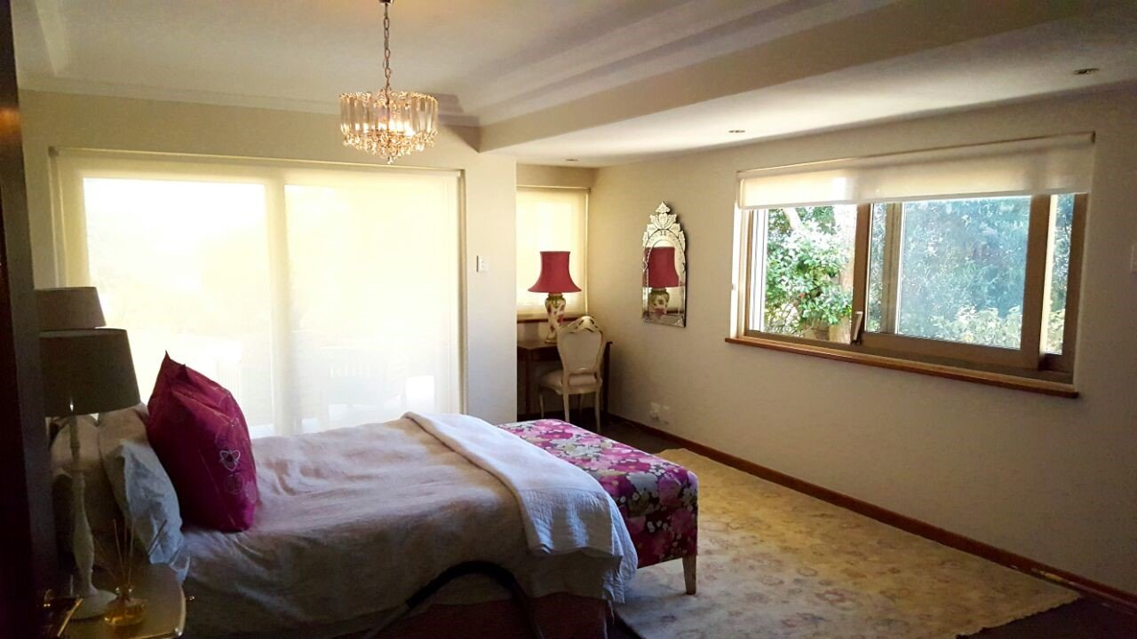 Bedroom sunscreen roller blinds tlc blinds cape town for Best blinds for bedroom