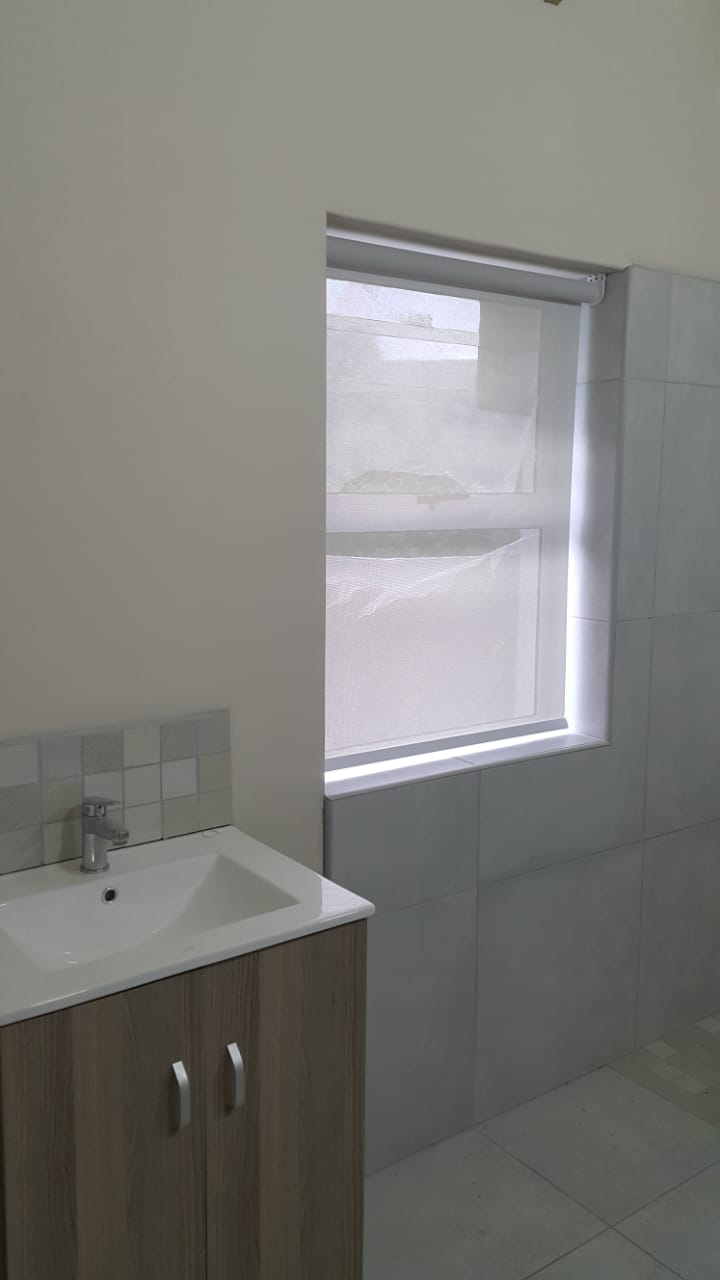 bathroom blinds - sunscreen roller blinds 1