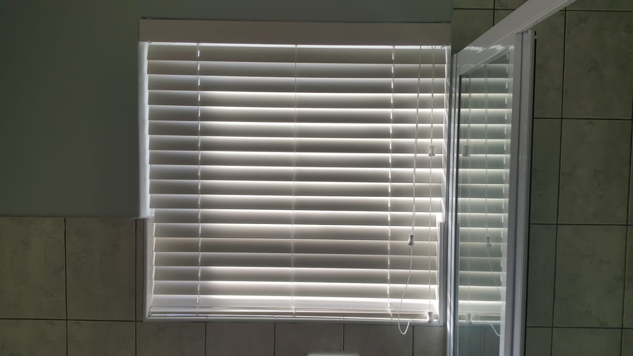 bathroom blinds - venetian blinds 1